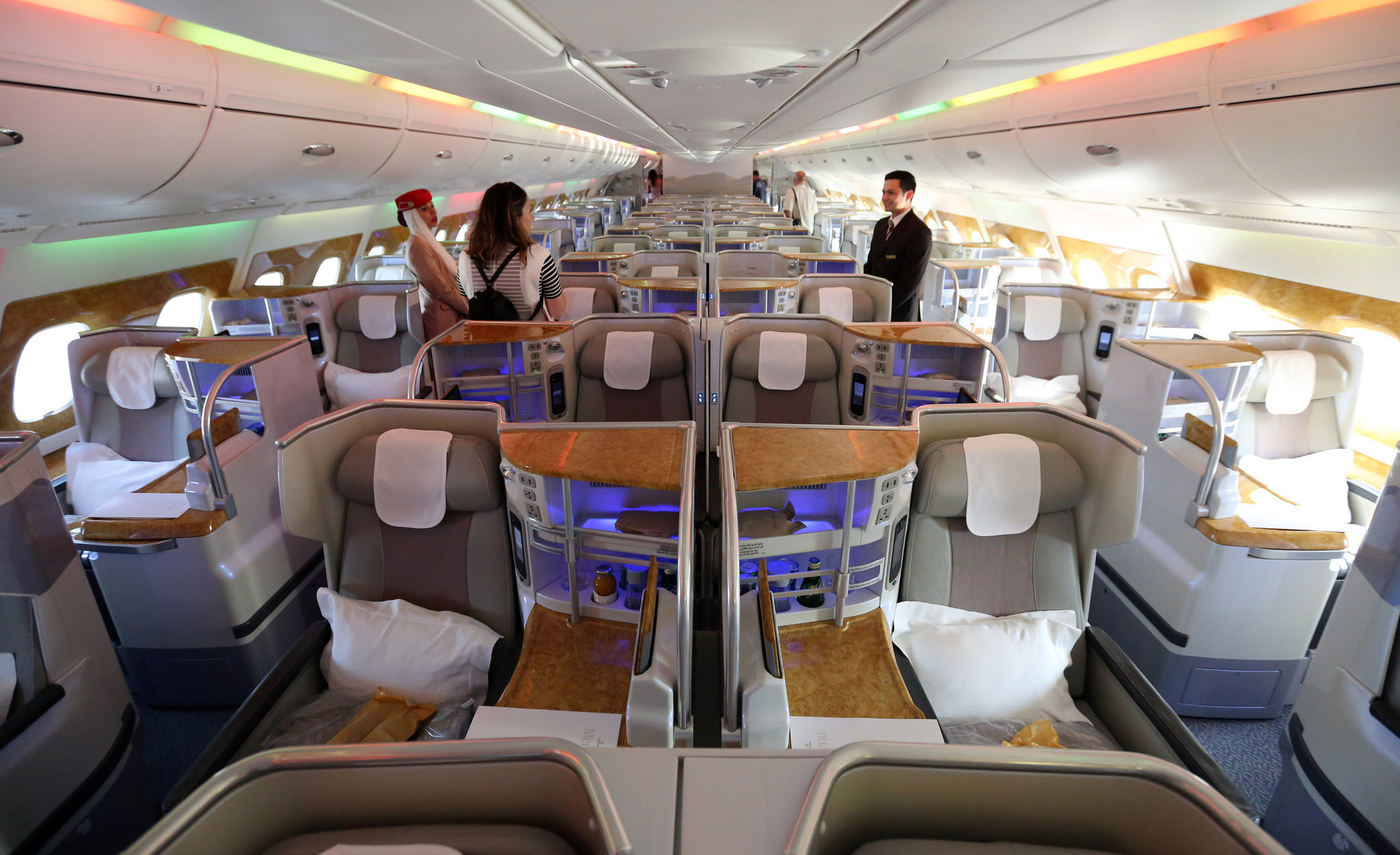 A380 Visits Chicago Will Jet With 2 Decks First Class