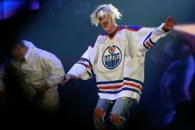 Justin Bieber Performs With Sense Of Purpose In San