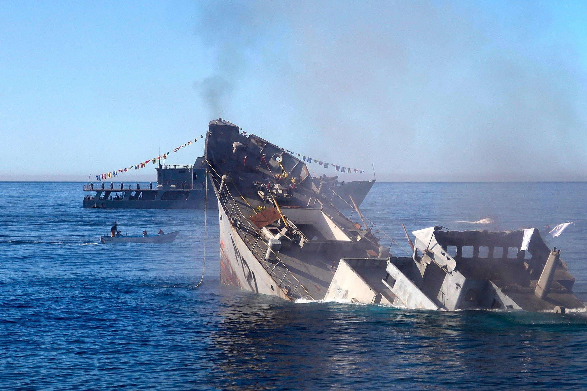 baja beach chairs ergonomic chair price sunken navy boat to become baja's first artificial reef - the san diego union-tribune