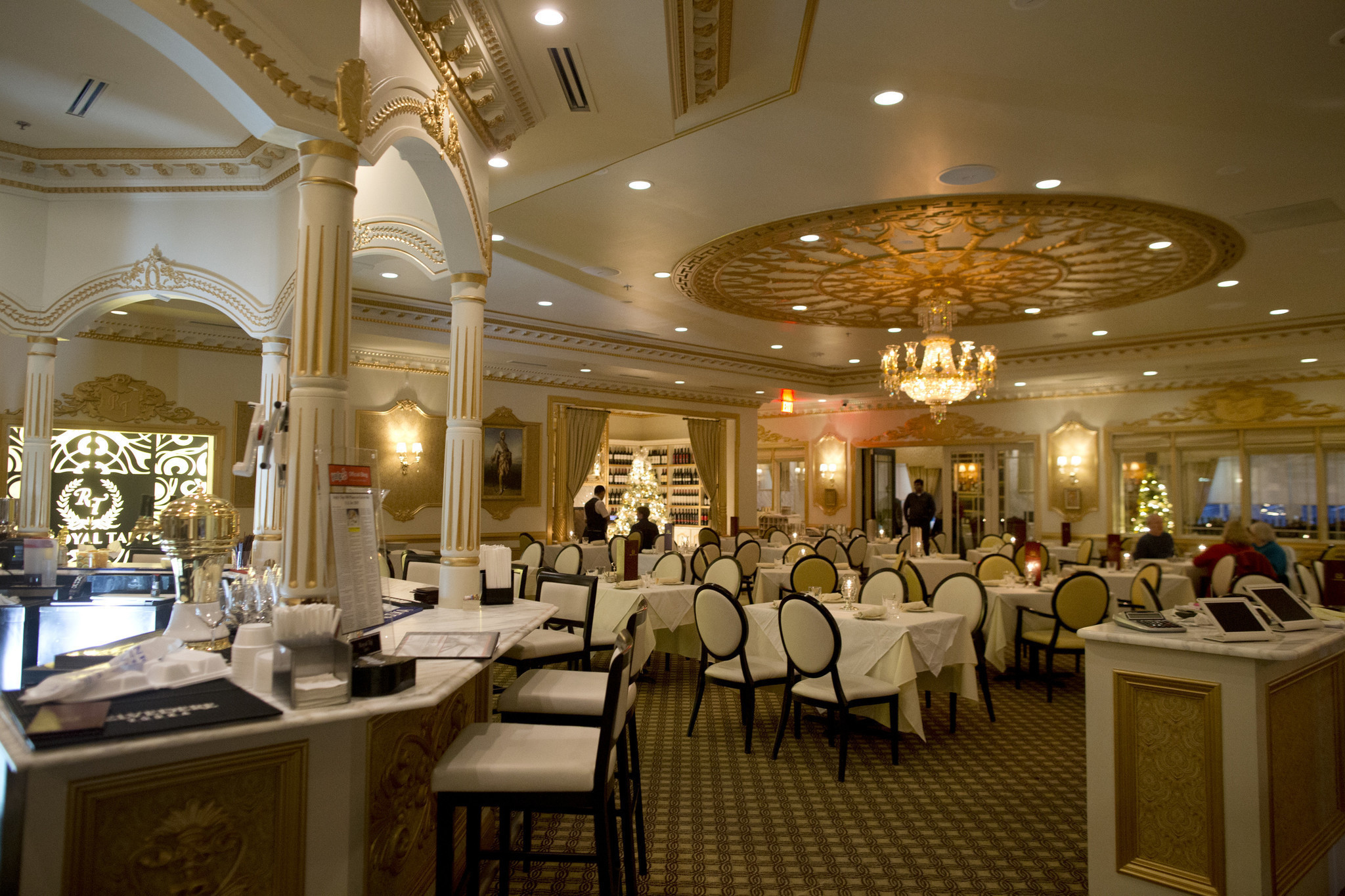 Royal Tajs excellent fare shines in a beautiful space