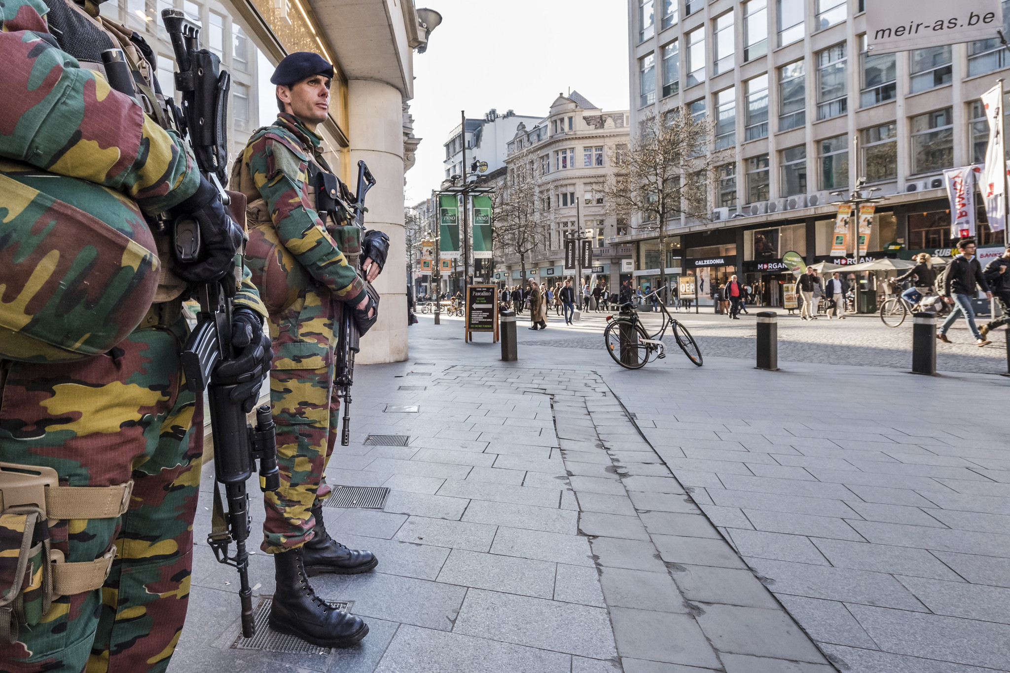 Car Tries To Ram Antwerp Shopping Area Security Tightened