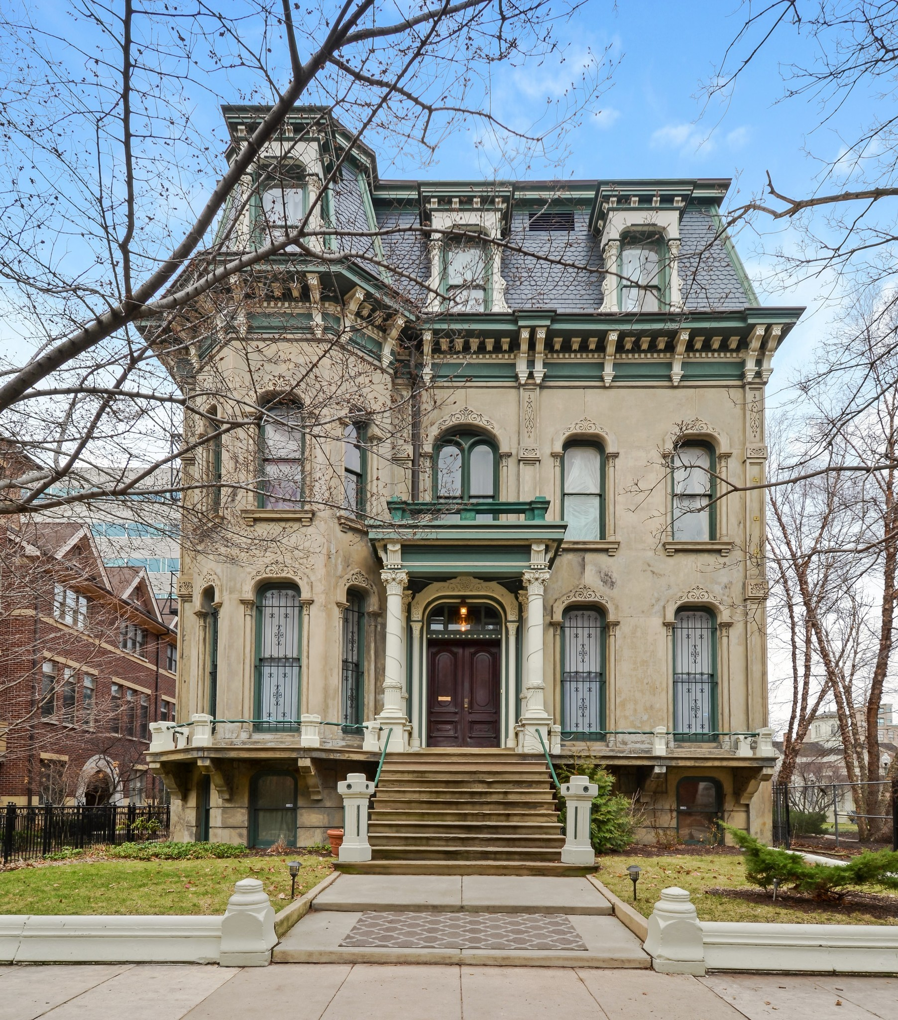 Chicago mansion with coach house 3M  Chicago Tribune