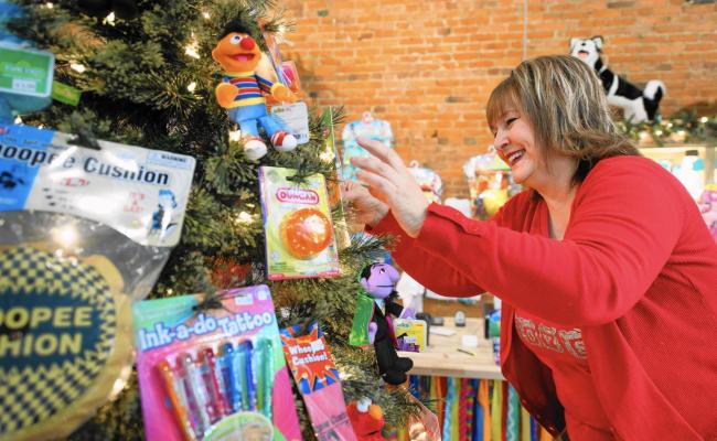 Retailers Expecting Holiday Sales Growth Both Locally And