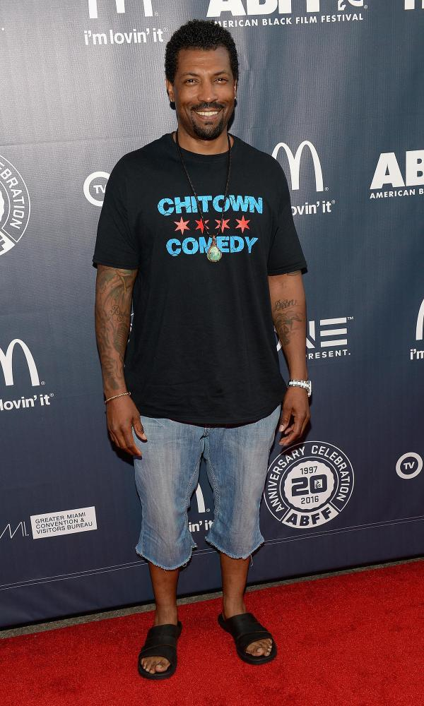 Comedian Deon Cole Visits 2 Chicago-area Stores Pay People' Groceries - Chicago