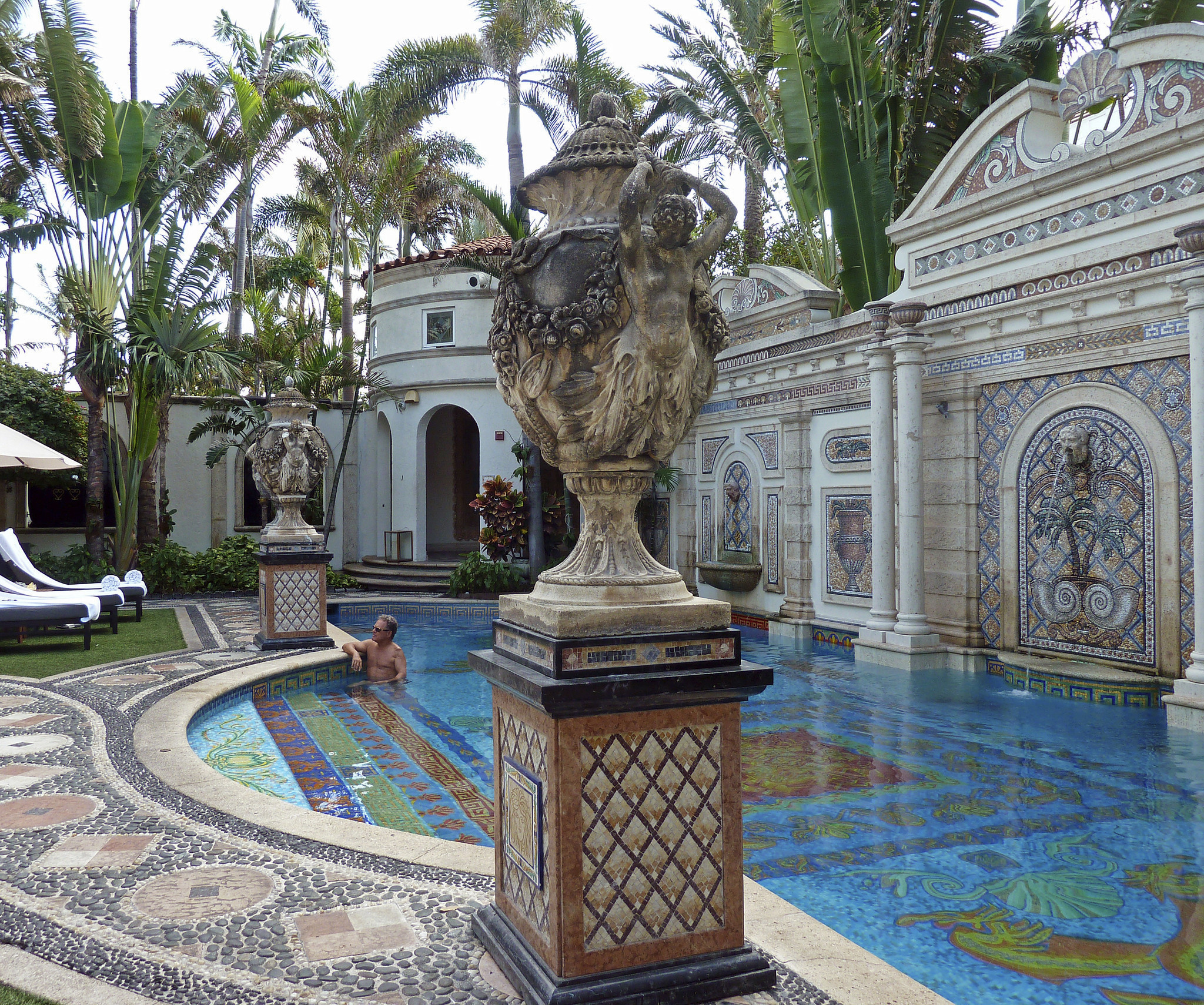 New Versace miniseries stirs curiosity about his mansion