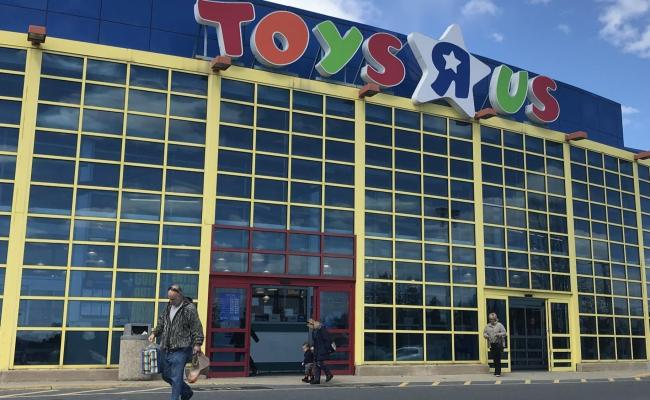Whitehall Toys R Us Launches Going Out Of Business Sale