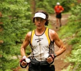 Skot trči po šumi