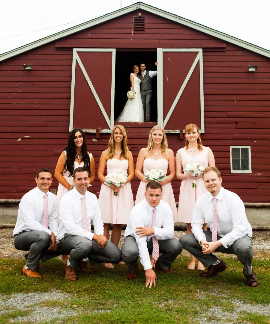 wedding-party-barn
