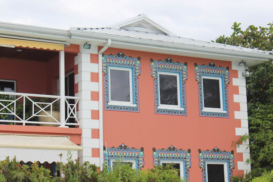 grand-cayman-colorful-building