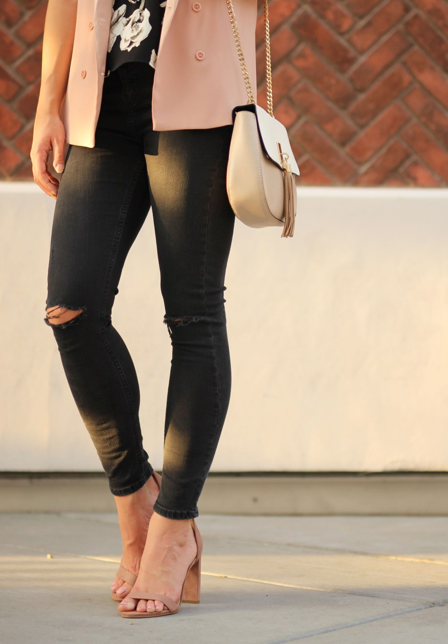 ripped-knee-jeans