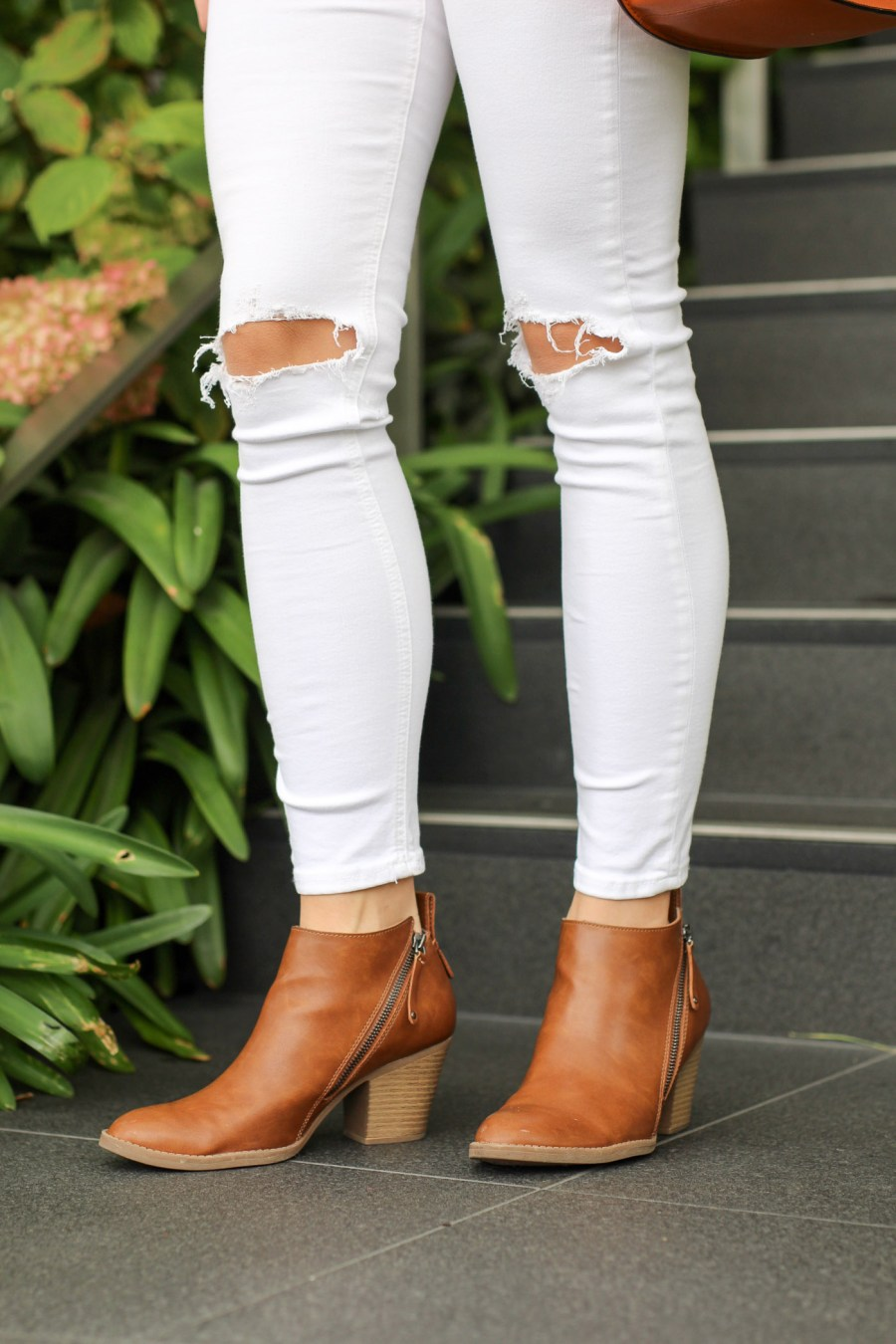 white-ripped-knee-jeans