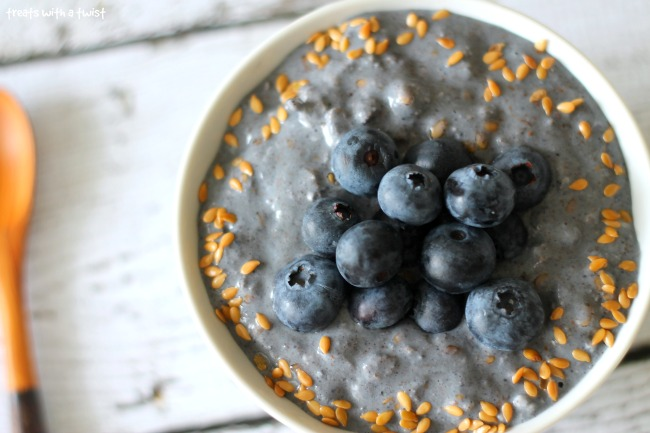 Blueberry Overnight Oats (treatswithatwist.com)