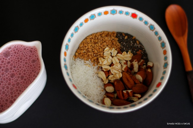 Strawberry Almond Milk Soaked Muesli (treatswithatwist.com)