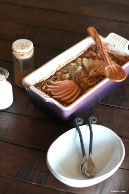 Apple Harvest Baked Oatmeal for Two // gluten free // treatswithatwist.com