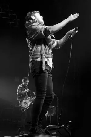 Kids in Glass Houses 2011