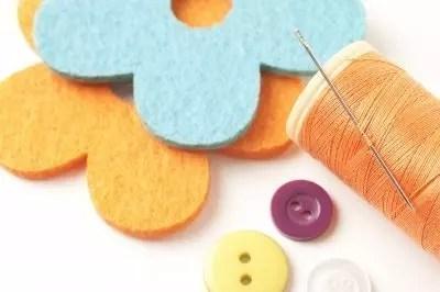 sewing gear by freedigitalphotos.net and m_bartosch