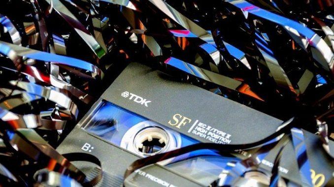 https://pixabay.com/en/cassette-obsolete-chaos-audio-994272/