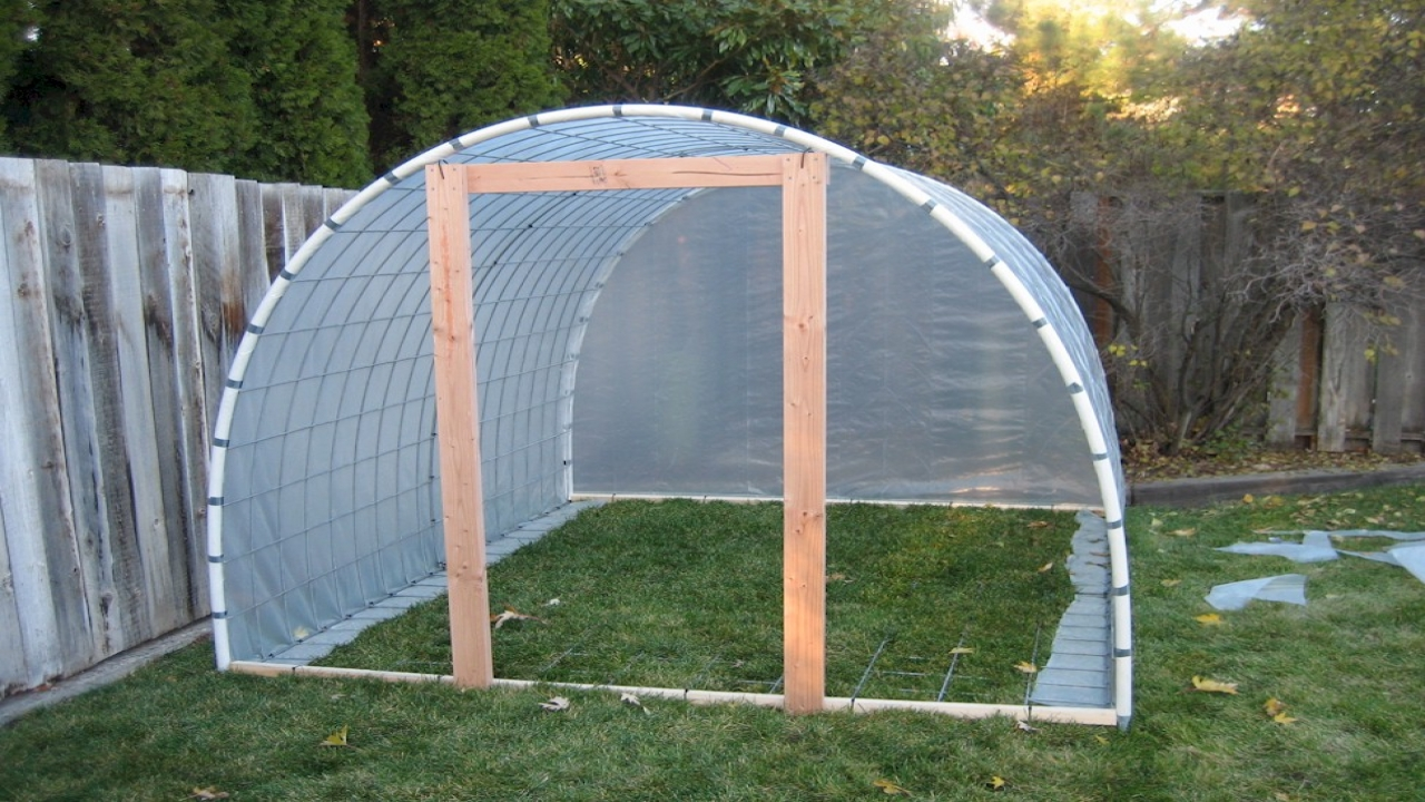 Diy Pvc Greenhouse Small Pvc Greenhouse Plans Small Easy