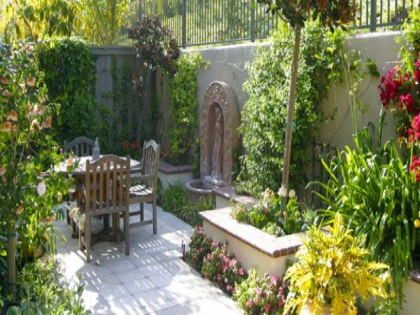 French Quarter Courtyard Design Mediterranean