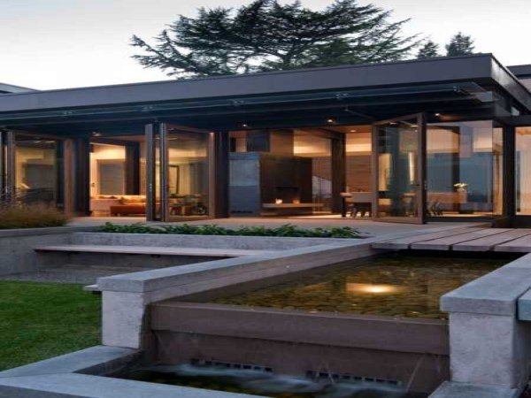 Modern House Design With Water Feature