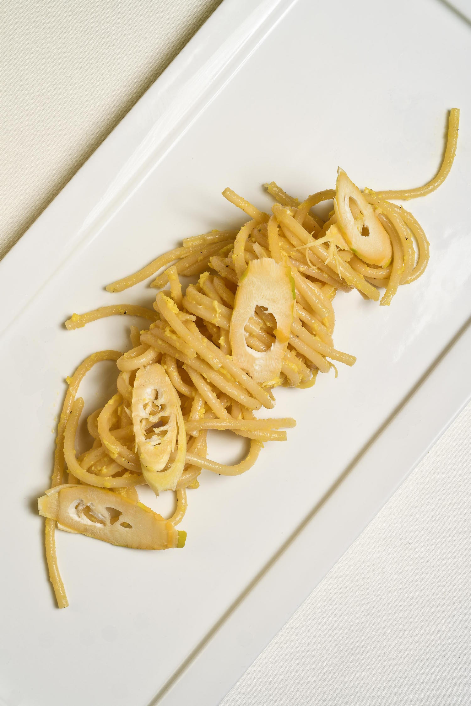 Spaghetti alla carbonara di germogli di bambù