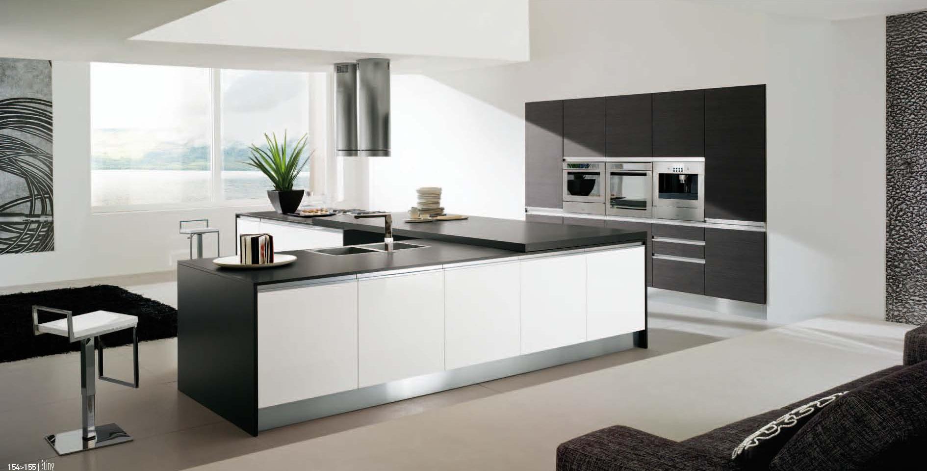 Cucina in laminato bianco  Arredamento moderno