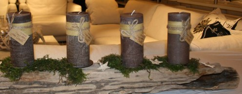 Treibholz-Balken mit Kerzen