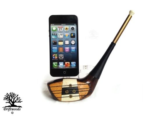 Golfschläger Ladestation für ein iPhone