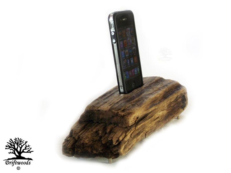 dock-für-smartphone-treibholz-art