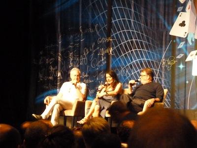 Spiner, Sirtis e Frakes no palco principal.