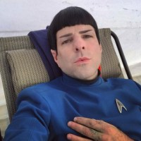 Spock e novo uniforme