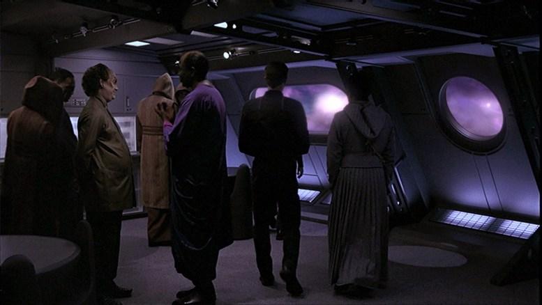 Phlox observando fenômeno com alienígenas