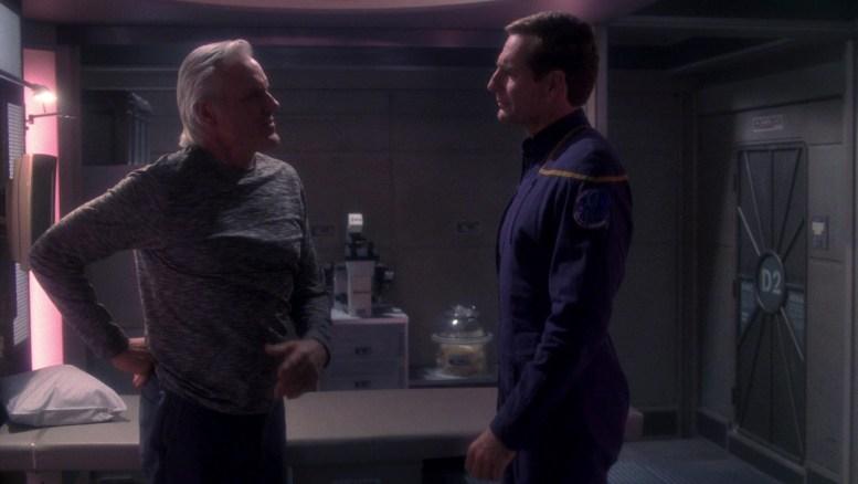 Archer conversando com o Capitão da ECS Fortunate