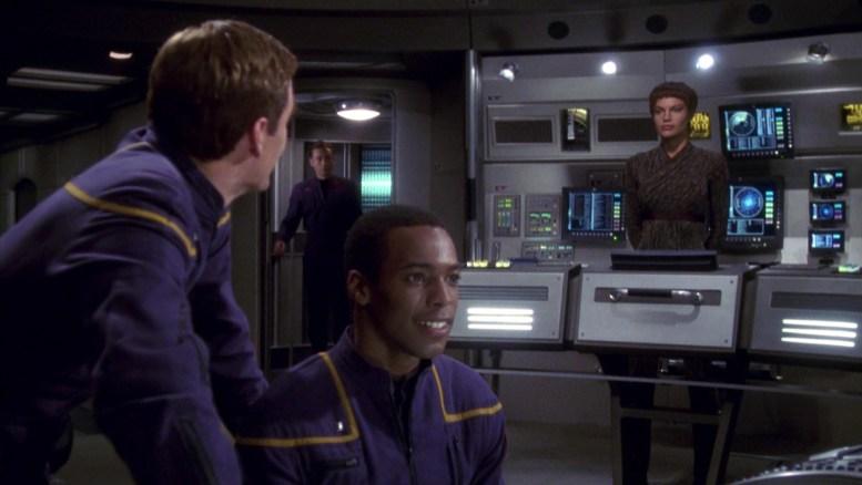 Archer, T'Pol e Mayweather na ponte da Enterprise