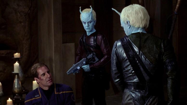 Shran e Andoriano torturando Archer no Santuário de P'Jem