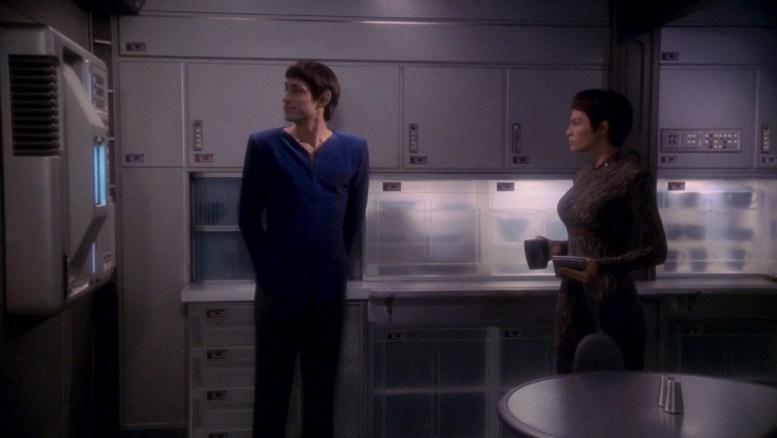 T'Pol e Tolaris no refeitório da Enterprise