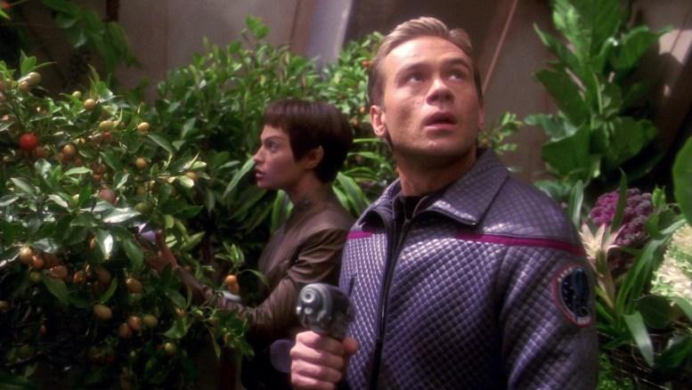 Tucker e T'Pol na nave Kantare