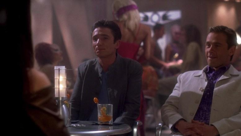 Reed e Tucker numa boate em Risa