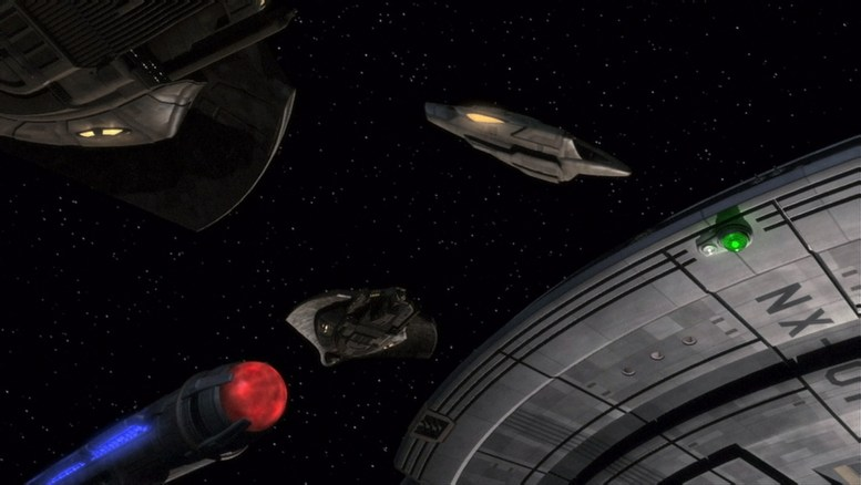 Enterprise atacada por 3 naves Mazaritas