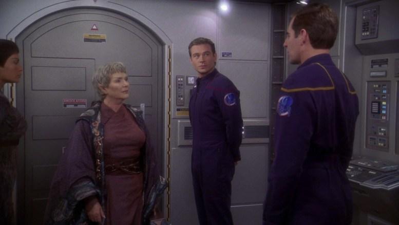 T'Pol, Archer e Tucker recebem a Embaixadora V'Lar