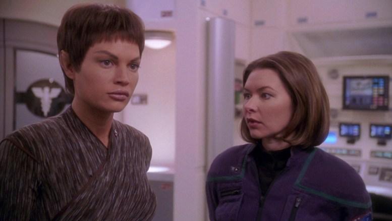 T'Pol e Cutler na enfermaria