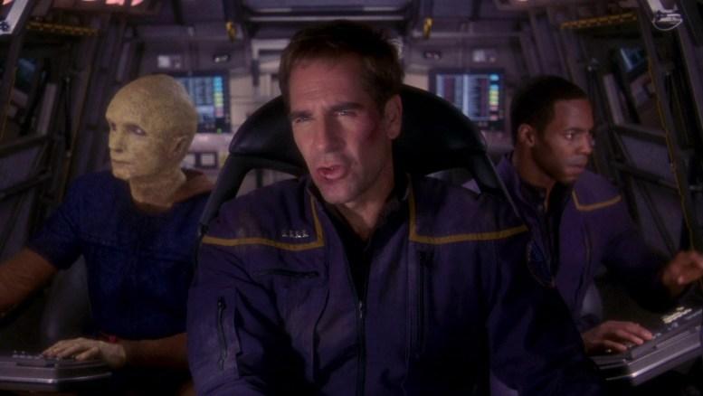 Archer, Reed e Mayweather fugindo da prisão Tandaran