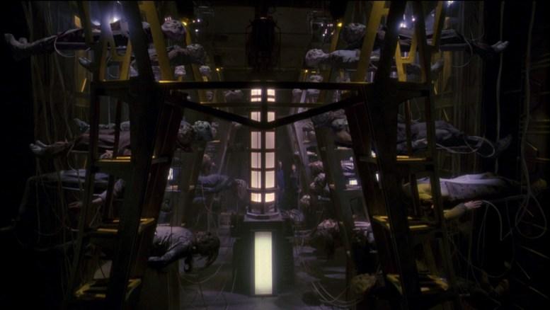 Alienígenas alimentando Estação de Reparo