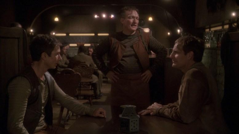 Archer e Reed em um bar