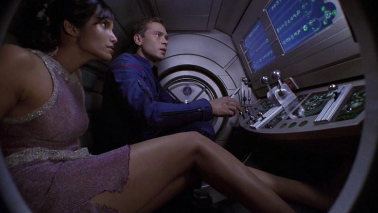 Trip e a princesa Kaitaama fugindo de cargueiro alienígena