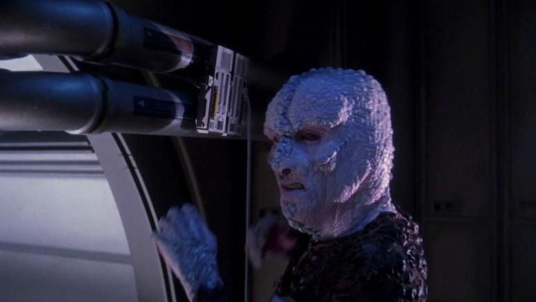 Alienígena sabotando Enterprise em alucinação de Hoshi