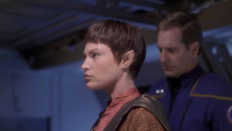 T'Pol e Archer, no falso julgamento de Plinn