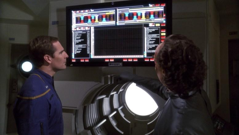 Phlox mostrando a Archer que corpo achado não é de Zefram Cochrane