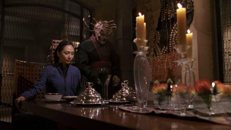 Tarquin oferece jantar a Hoshi com suas comidas favoritas