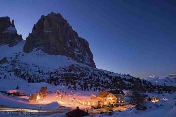 Notturna sul Sassolungo, rifugio Passo Sella